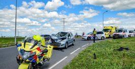 Motorrijder gewond frontale aanrijding met auto Aduard
