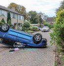 Auto slaat over de kop bij ongeluk in woonwijk Paterswolde
